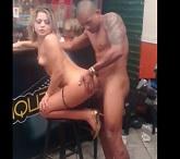 Porno de Pamela Pantera e Yuri fodendo no bar