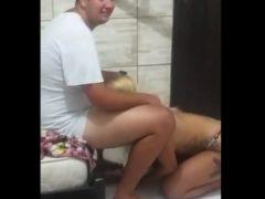 Luana fazendo boquete guloso só de calcinha no vídeo porno carioca amador. Assista a safada Luana Ramalho metendo boca no pau e chupando gostoso a piroca do gordinho safado que adora.