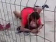 Flagra de sexo durante jogos olímpicos 2016 na areia da praia no Rio de Janeiro. Assista esse vídeo porno amador grátis de sexo durantes jogos olímpicos no Brasil, a vadia bêbada deu buceta na luz do dia.