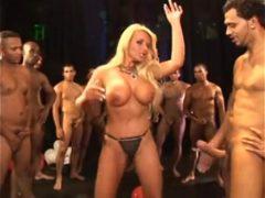 Samba Porno grátis em Video de muito Sexo e putaria no Carnaval do Brasil. Assista com exclusividade samba porno das safadas dando e transando ao som do samba brasileiro.